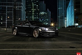 Безумный C63 AMG «Black Series» & диски Vossen Wheels